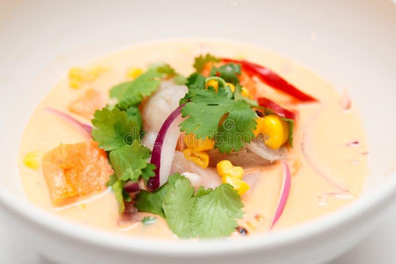 Ceviche för havsbas med pumpa, koriander, havre och löken royaltyfria bilder