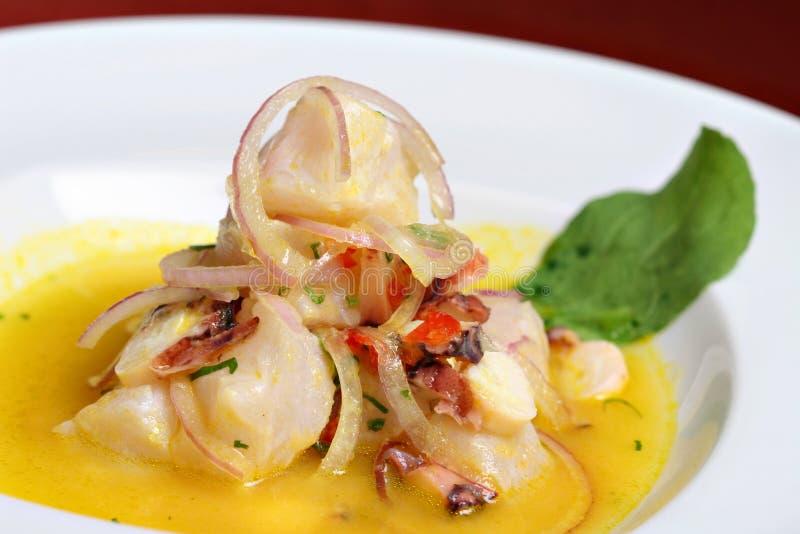 Ceviche peruano dos peixes e do marisco imagens de stock royalty free