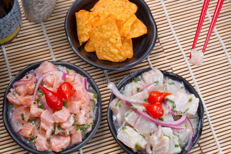 Ceviche tonfisk och lax arkivfoto