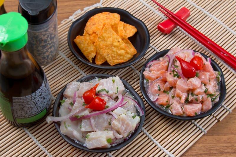 Ceviche tonfisk och lax arkivbild