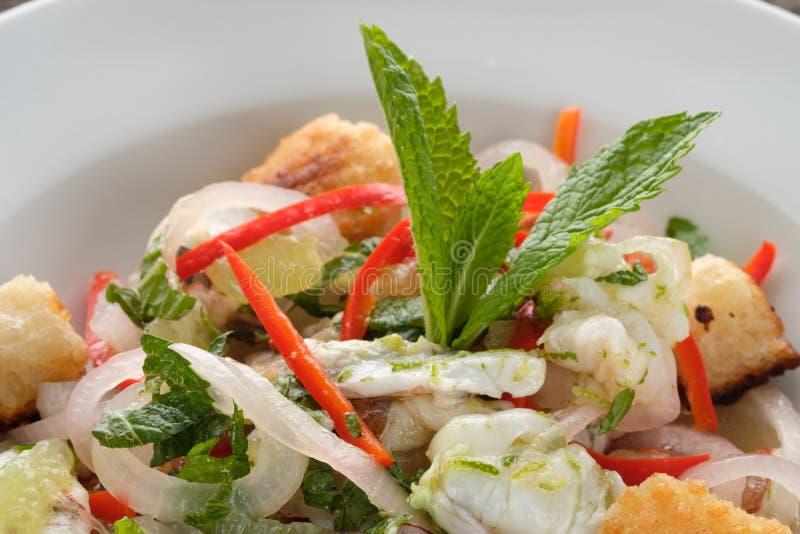 Ceviche z pionkami, cebulami i miętowym liściem, obrazy stock