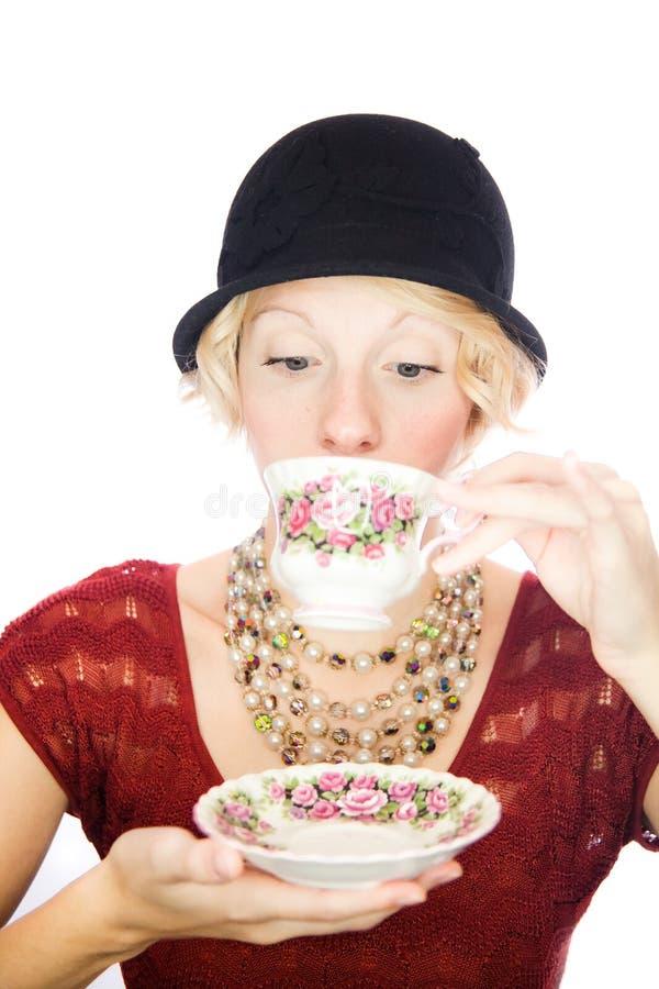 Chá bebendo do retrato bonito da senhora fotografia de stock royalty free