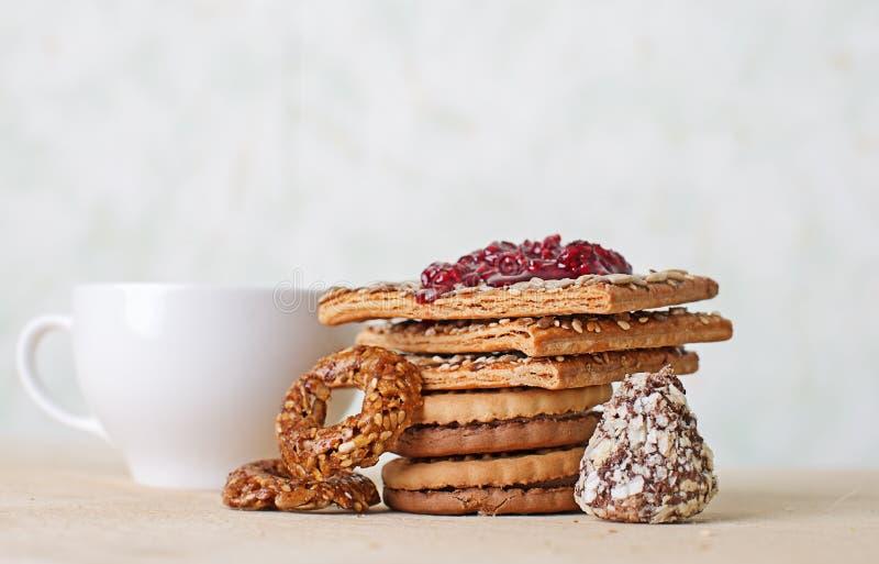 Chá, biscoitos e doce imagens de stock