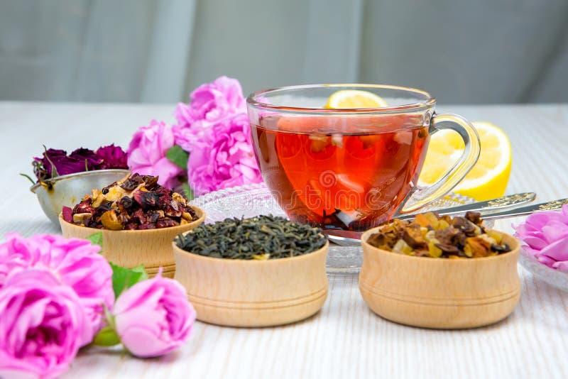 Chá, chá do fruto, copo do chá, vários tipos do chá, chá na tabela fotos de stock royalty free