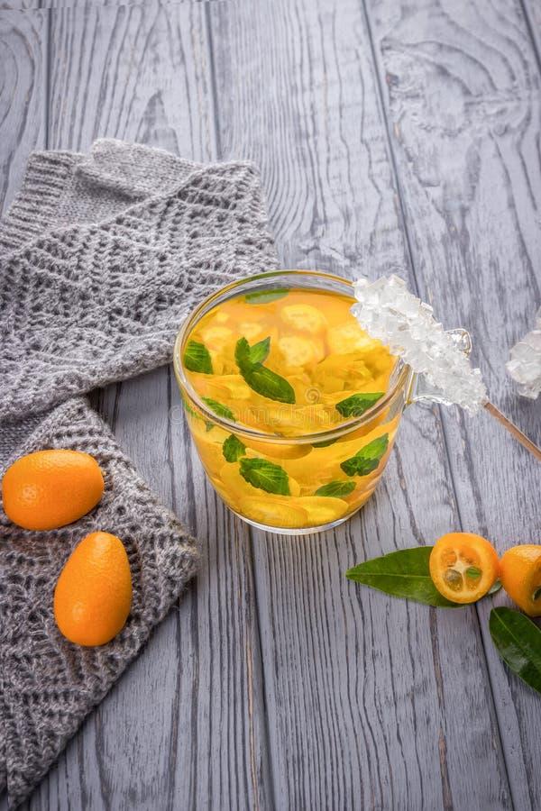 Chá com kumquat e hortelã foto de stock royalty free