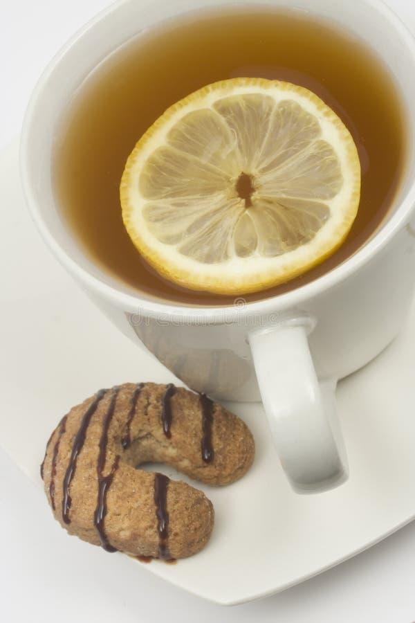 Chá com limão e bolinho foto de stock