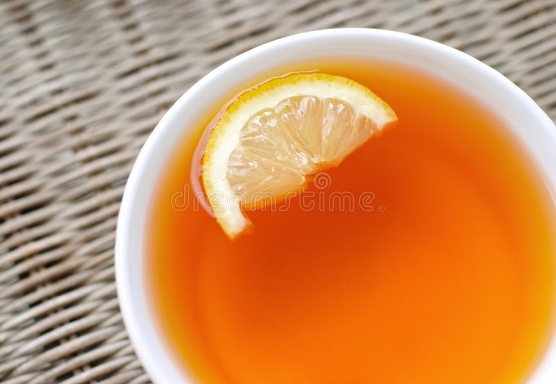Chá com um limão fotografia de stock royalty free