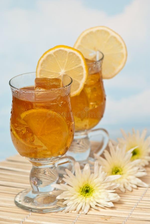Chá congelado com limão fotografia de stock royalty free
