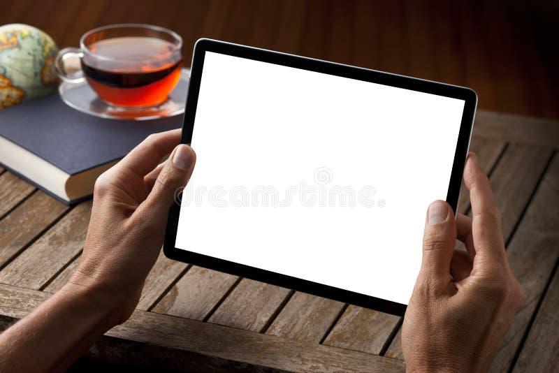 Chá da tabela do tablet pc das mãos fotografia de stock royalty free