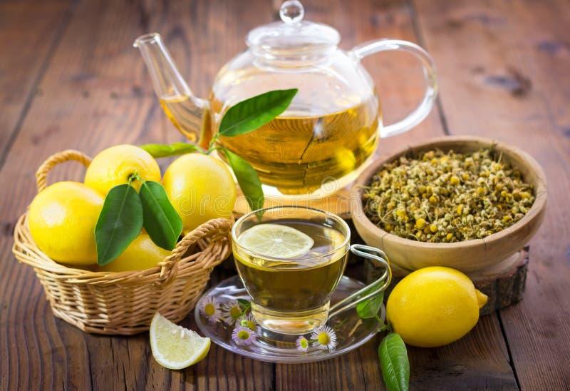 Chá de camomila quente imagem de stock royalty free