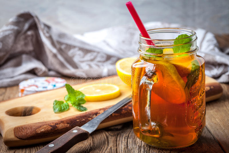Chá de gelo caseiro fresco foto de stock royalty free