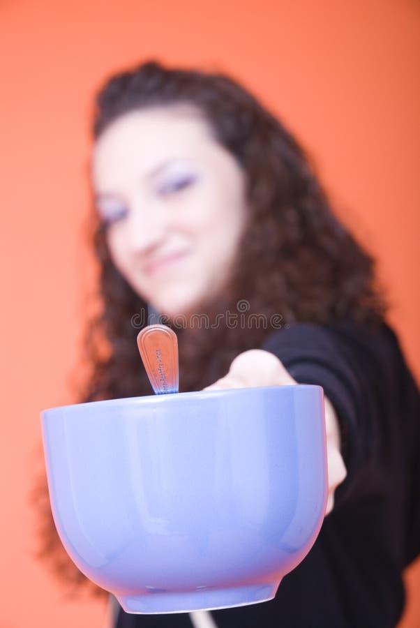 Chá de oferecimento fotografia de stock royalty free