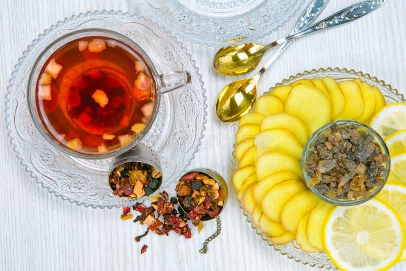 Chá, chá do fruto, copo do chá, vários tipos do chá, chá na tabela fotografia de stock