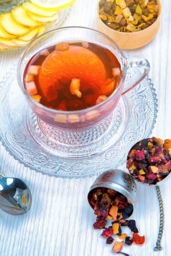 Chá, chá do fruto, copo do chá, vários tipos do chá, chá na tabela imagem de stock