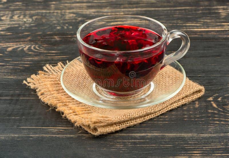 Chá do hibiscus no copo foto de stock