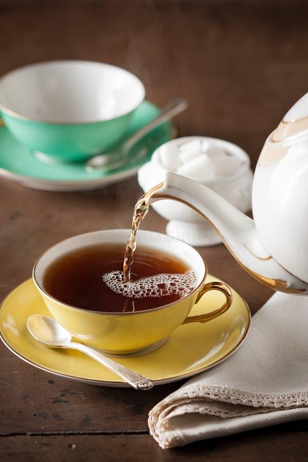 Chá do serviço em uma tabela imagem de stock
