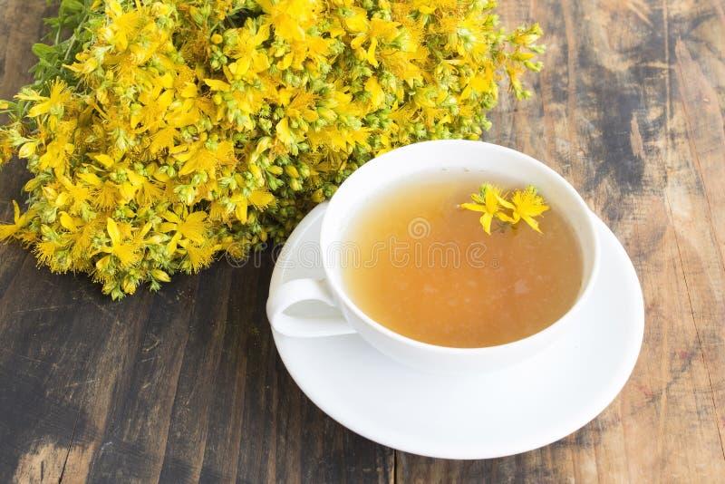Chá do Wort do ` s de St John imagens de stock