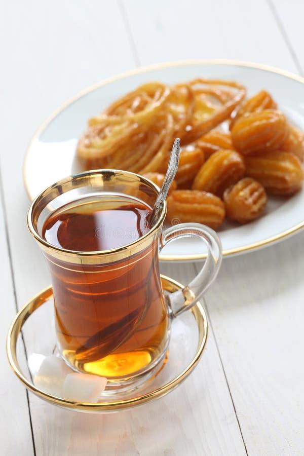 Chá e doces iranianos imagens de stock royalty free