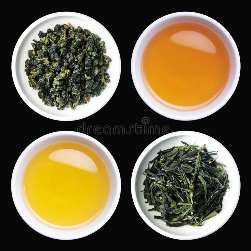 Chá e folhas de chá roasted em uns copos fotografia de stock royalty free