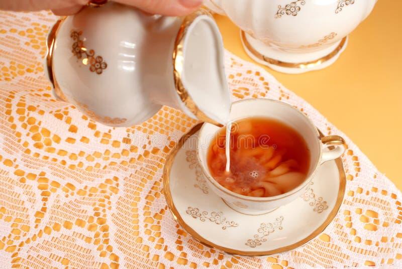 Chá e leite imagem de stock royalty free