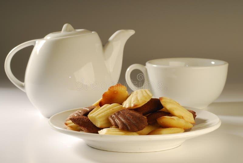 Chá elevado com bolinhos foto de stock royalty free