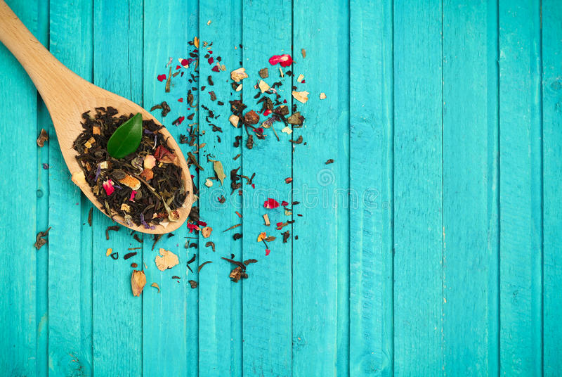 Chá em uma colher fotografia de stock