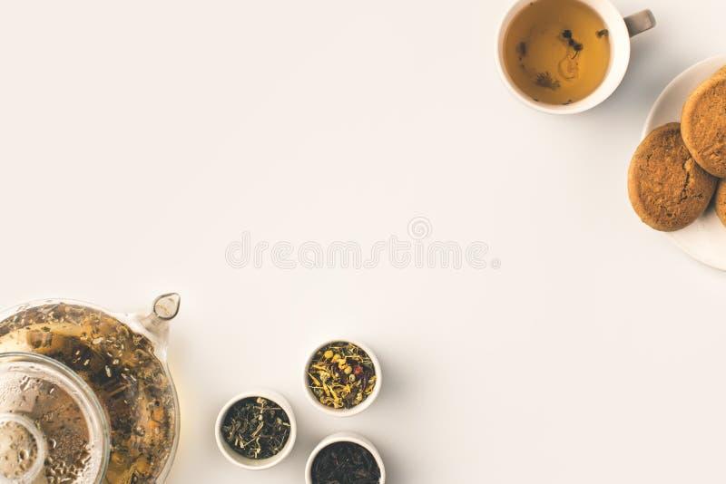 Chá erval com bolinhos fotos de stock royalty free