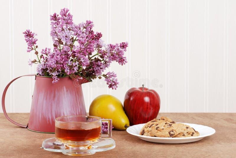 Chá erval com bolinhos imagem de stock