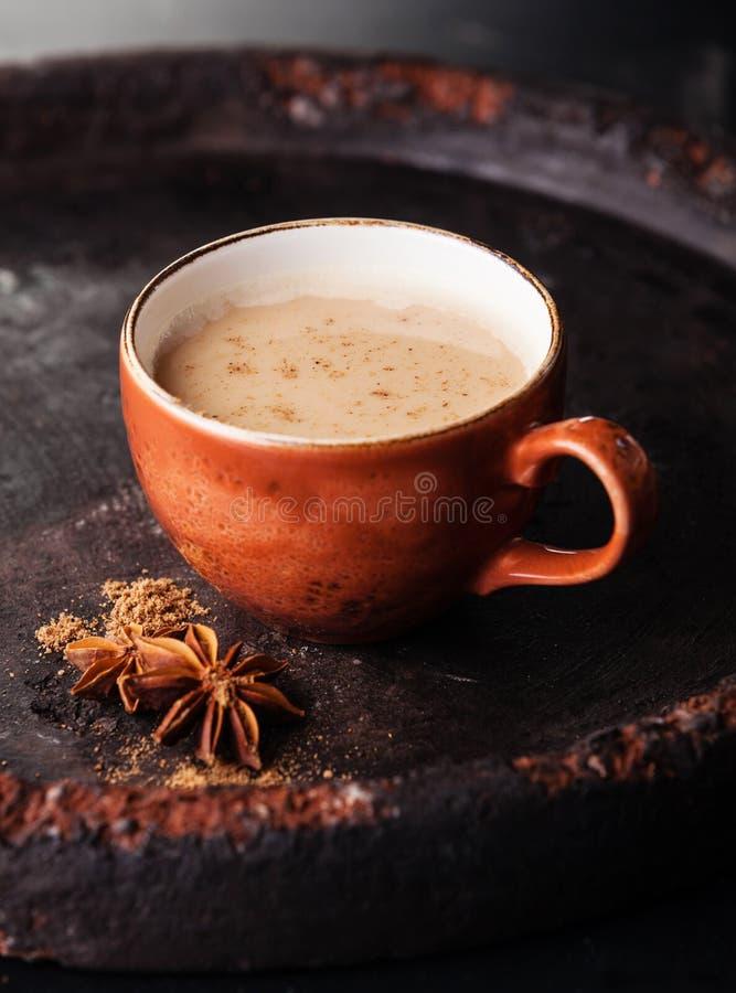 Chá indiano do masala com especiarias imagem de stock royalty free