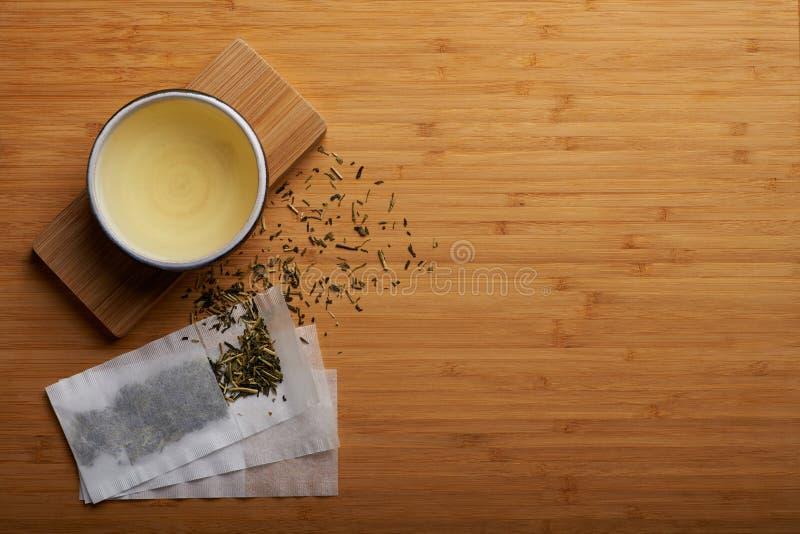 Chá japonês do kukicha fotos de stock royalty free