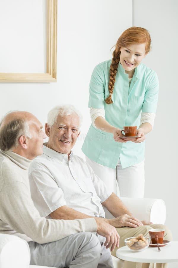 Chá no lar de idosos fotografia de stock