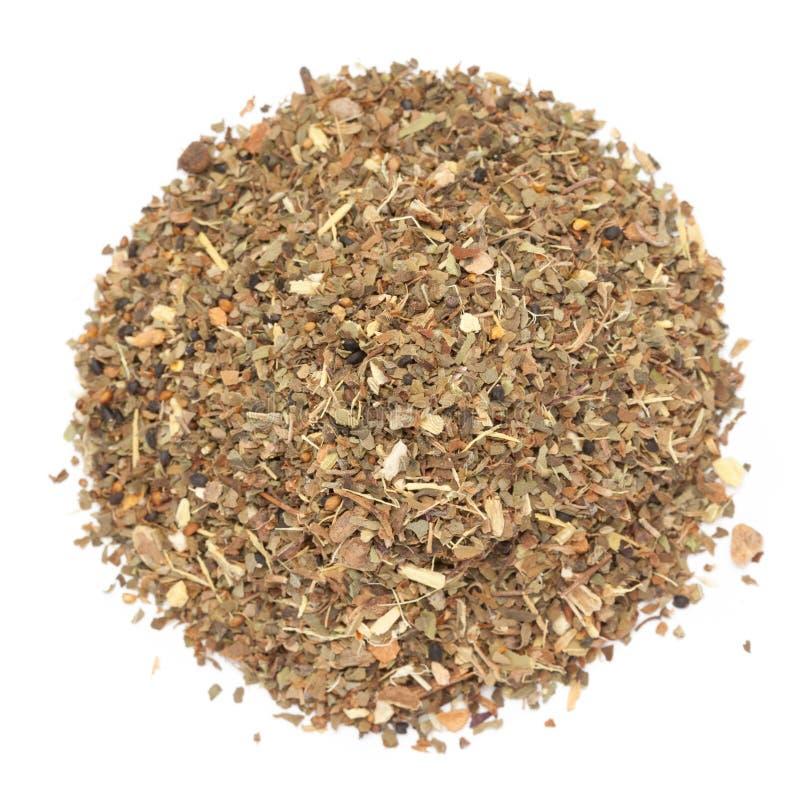 Chá orgânico da manjericão ou do Tulsi Masala Green isolado no fundo branco imagens de stock royalty free
