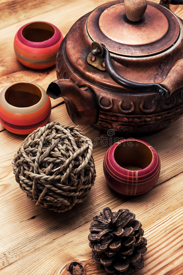 Chá-potenciômetro velho de cobre foto de stock royalty free