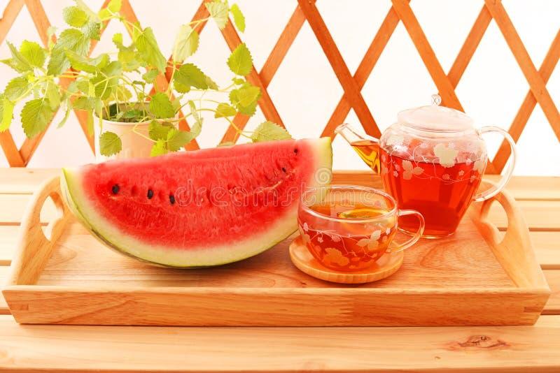 Chá quente com melancia foto de stock