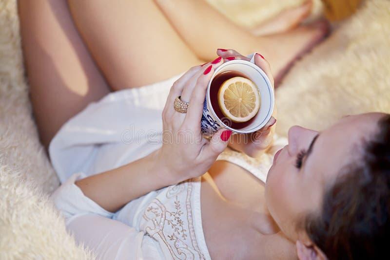 Chá quente do limão imagens de stock royalty free