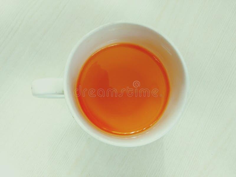 Chá saudável do limão no escritório foto de stock