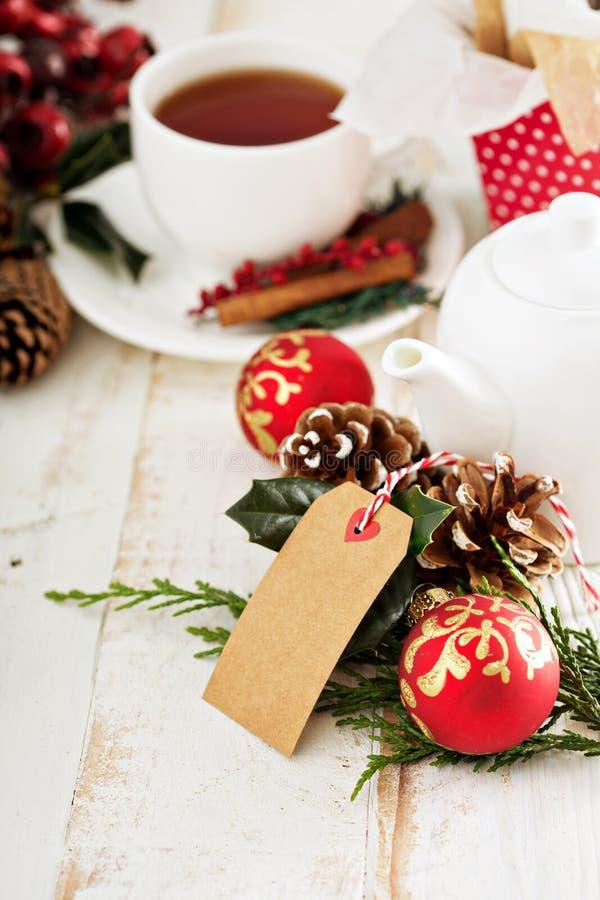 Chá temático de Chrismas com presentes e decorações fotos de stock