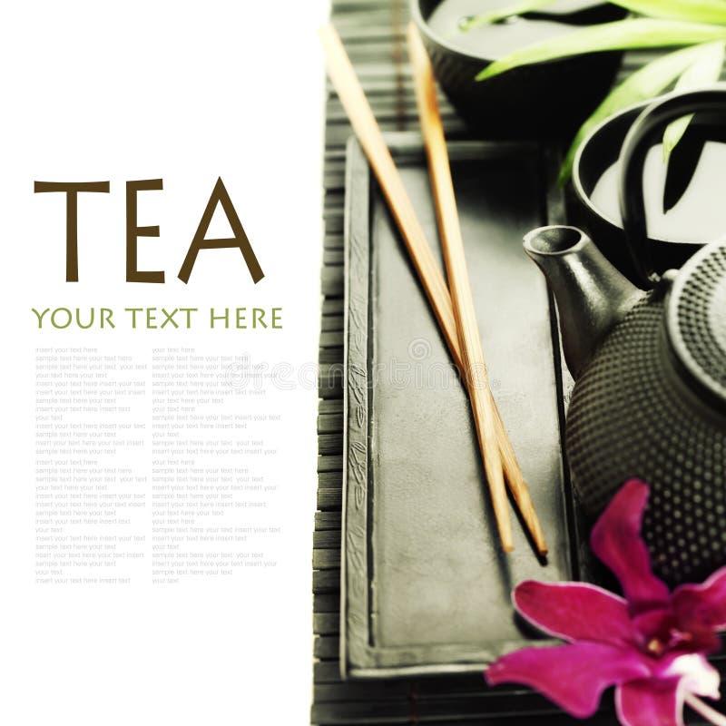 Chá verde e chopsticks imagem de stock royalty free
