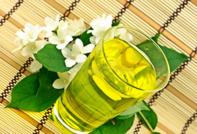 Chá verde fresco com jasmim fotos de stock royalty free