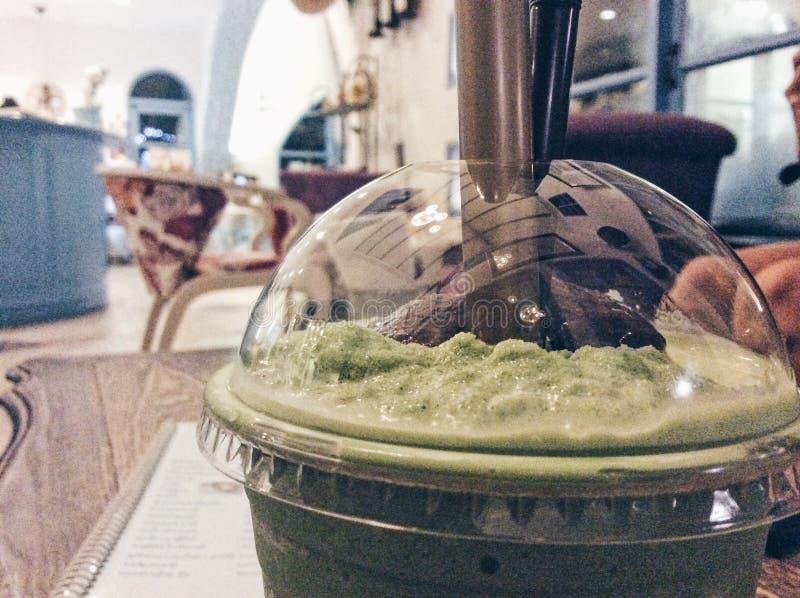 Chá verde no lado imagens de stock