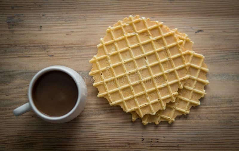 Chávena de café com biscoitos imagem de stock