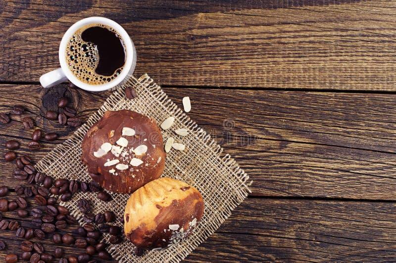 Chávena de café e queque foto de stock royalty free