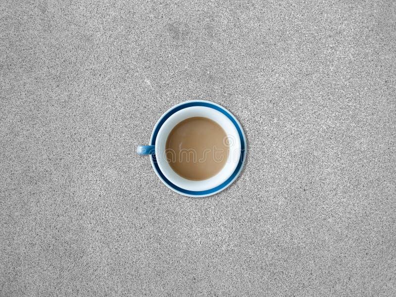 Chávena de café na tabela fotografia de stock