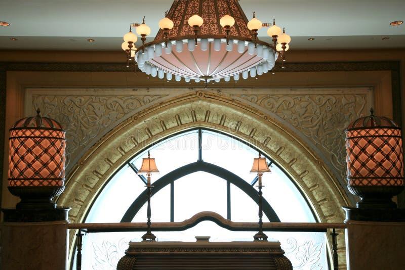 Châssis de fenêtre d'or photographie stock libre de droits