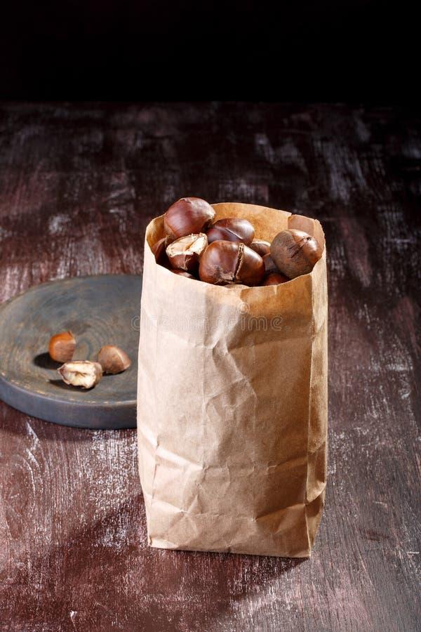 Châtaignes comestibles rôties photographie stock libre de droits