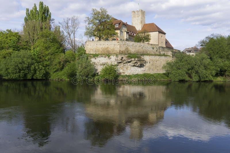 Château à un rivrt reflété photos stock