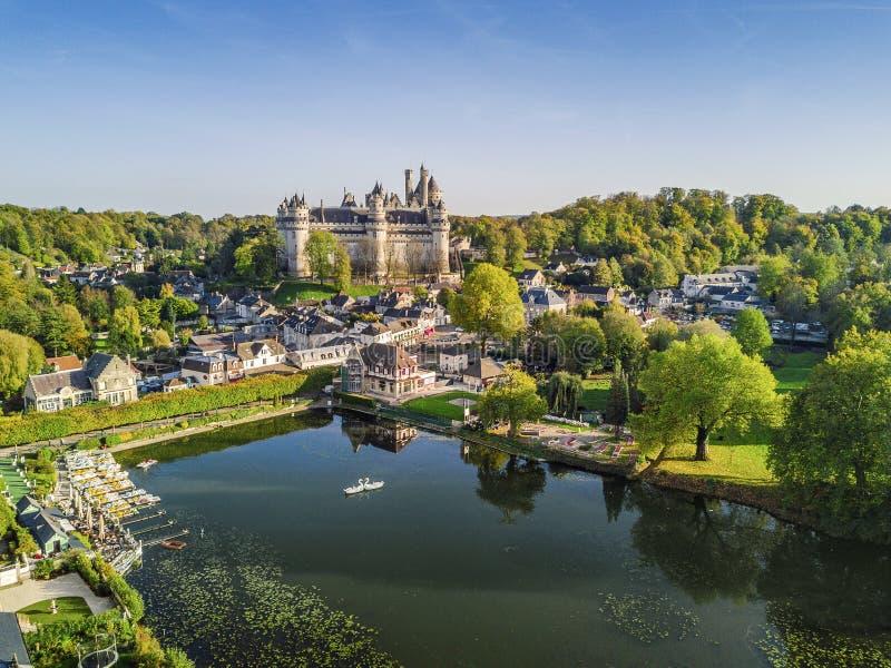 Château étonnant dans Pierrefonds, France photos libres de droits