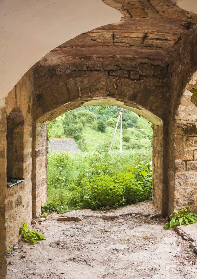 Château abandonné dans la vallée Narzanov Secteur skiy de ` de Zol, Karachay-Cherkessia image libre de droits