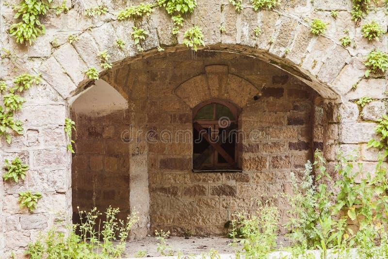 Château abandonné dans la vallée Narzanov Secteur skiy de ` de Zol, Karachay-Cherkessia images libres de droits
