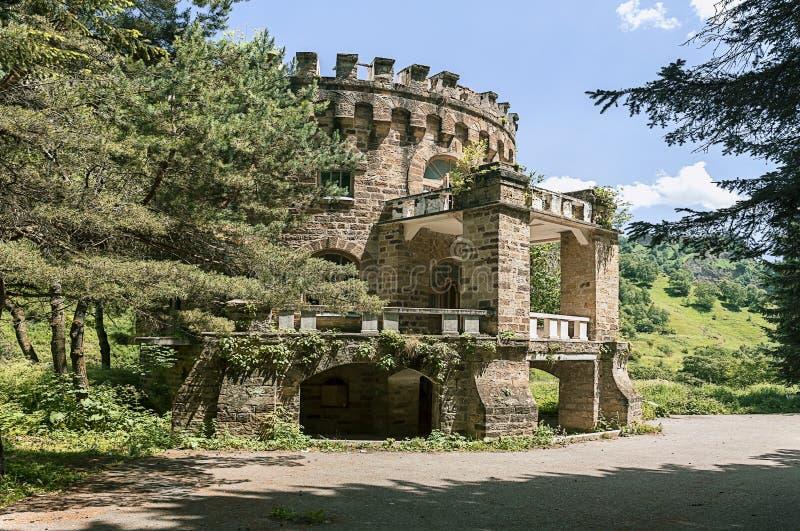 Château abandonné dans la vallée Narzanov Secteur skiy de ` de Zol, Karachay-Cherkessia images stock